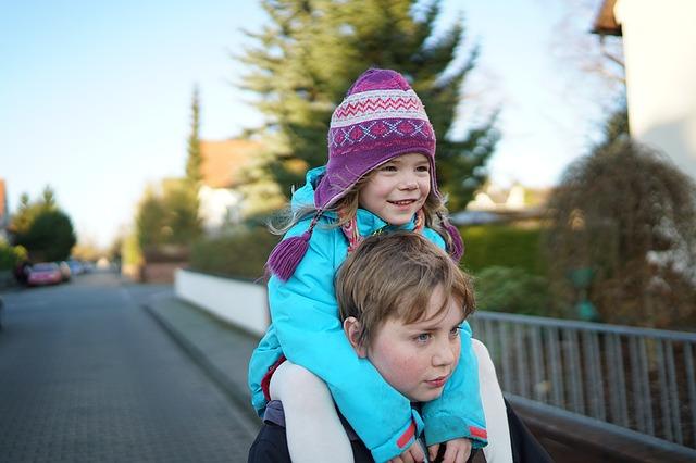 抱っこよりも、おんぶの方が育児における負担が少ない